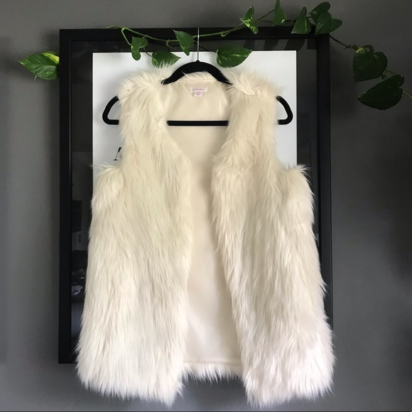 Xhilaration Jackets & Blazers - Faux fur vest 🖤